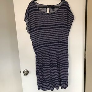 GAP Dress, cinched waist, side pockets size Large